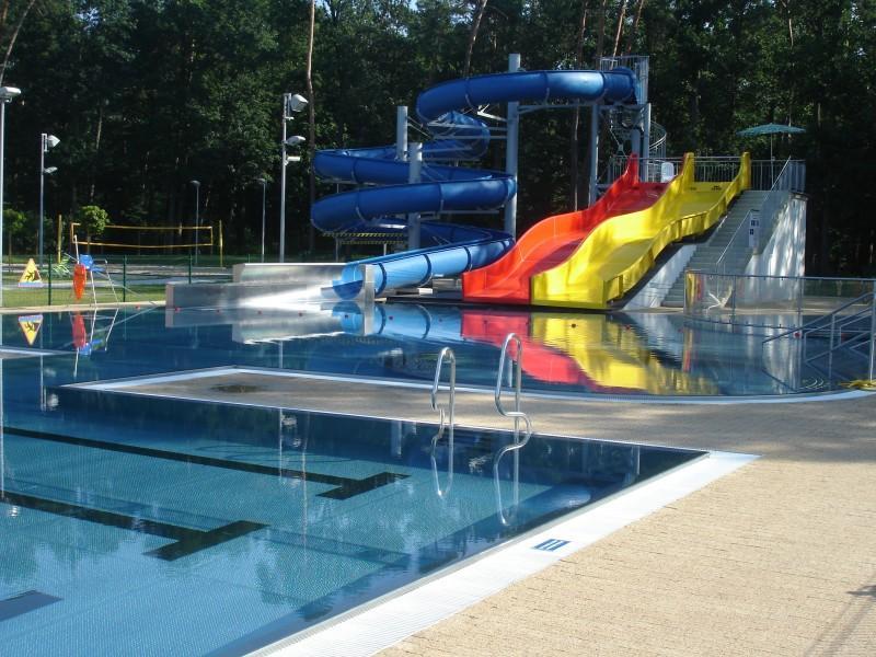 baseny izjeżdżalnie wodne